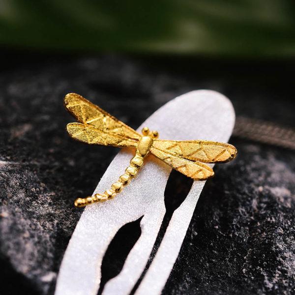 Strieborný prívesok Let vážky
