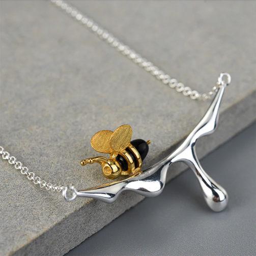 Strieborný náhrdelník Včielka